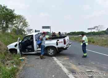 Conductor de camioneta sufre accidente en tramo Acayucan-Sayula - Imagen del Golfo