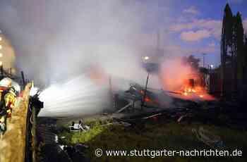 Kornwestheim - Großbrand in Schrebergartenkolonie – Wohnhäuser evakuiert - Stuttgarter Nachrichten