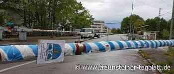 Neubiberg mit Bahnschranken-Maibaum - Traunsteiner Tagblatt