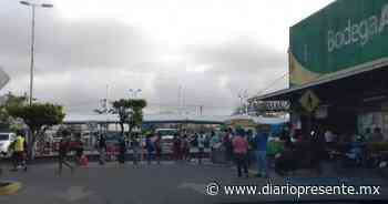 Abarrotan supermercados en Teapa ante el cierre comercial este fin de semana - Diario Presente