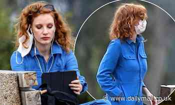 Jessica Chastain steps out in a blue boilersuit and a facemask as she enjoys a sunset stroll in LA - Daily Mail
