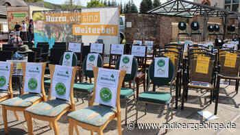 Leere-Stühle-Aktion der Gastromomen in Olbernhau - Radio Erzgebirge