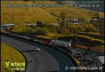 Derramamento de carga interdita faixas da Rodovia Fernão Dias em Camanducaia neste sábado - Via Trolebus