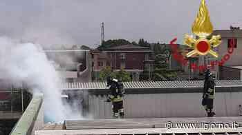 Guanzate, pannelli fotovoltaici in tilt: incendio sul tetto di un'azienda - IL GIORNO