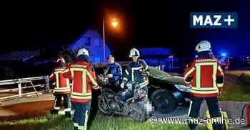 Wustermark - Schwerer Motorradunfall: Mann prallt gegen geparktes Auto - Märkische Allgemeine