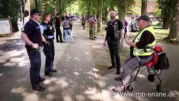 Protest in Bad Saarow - Demonstration gegen Maßnahmen | rbb - rbb-online.de