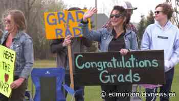 Parade held for Tofield school graduates - CTV News