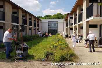 Notre-Dame-de-Gravenchon. A l'Ehpad du Telhuet : un karaoké pour combattre l'isolement - Le Courrier Cauchois