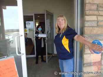 PHOTO: Rimbey Lions donate iPad Rimbey Valleyview Manor - Rimbey Review
