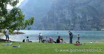 Prove d'estate: primi bagni di sole a Riva del Garda - Trentino