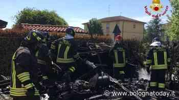 Incendio a Molinella: in fiamme casetta di legno, vicino alle abitazioni - BolognaToday