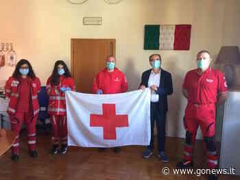 Una bandiera al sindaco di Quarrata per la giornata mondiale della Croce Rossa - gonews.it - gonews