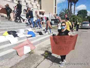 """Assemini, maxi protesta di parrucchieri e ristoratori: """"Fateci riaprire, non abbiamo più soldi"""" - Casteddu on Line"""