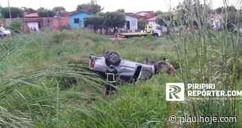 Picape com cinco pessoas capota na BR-343 em Piripiri - Piauí Hoje