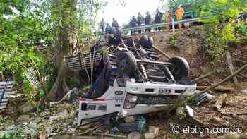 Volcamiento de camión deja dos heridos en Curumaní - ElPilón.com.co