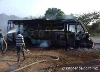 Autobús de pasajeros se incendia entre Catemaco y Covarrubias - Imagen del Golfo