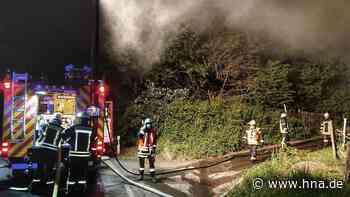 Holzstapel brennt in Obergrenzebach | Frielendorf - HNA.de