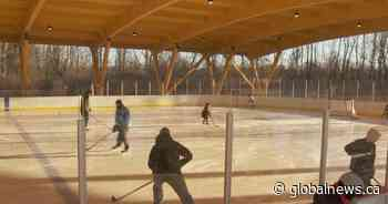 South Shore skaters rejoice as Candiac opens first refrigerated ice rink - Globalnews.ca