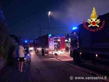 Fagnano Olona, fiamme in via Pastrengo. A fuoco un magazzino - VareseNoi.it