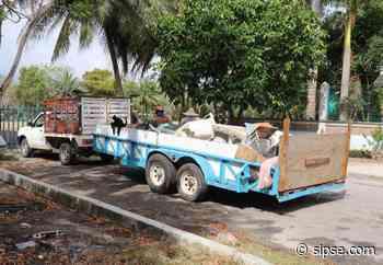 Habitantes de Bacalar sacan de sus casas 20 toneladas de cacharros - sipse.com