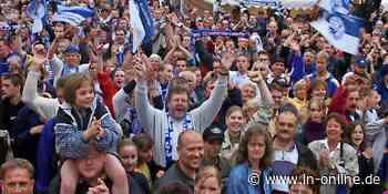 Bad Schwartau feiert den DHB-Pokalsieg 2001 – LN - Lübecker Nachrichten - Lübecker Nachrichten