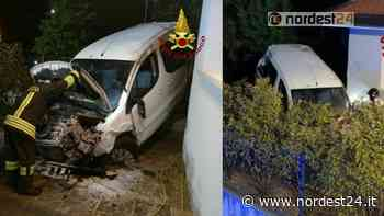 Incidente a Tiezzo di Azzano Decimo: esce di strada e finisce nel giardino di una casa - Nordest24.it