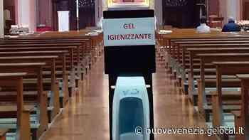Chioggia: guanti per la comunione, niente acquasantiere, gel igienizzante nella navata centrale - La Nuova Venezia