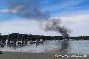 Police believe North Saanich marina fire that killed man in his 50s started on boat - Victoria News
