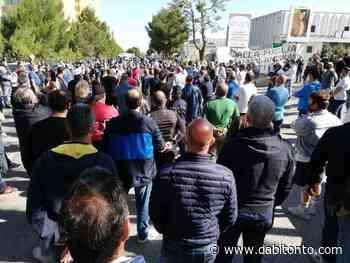 Oltre un centinaio di bitontini partecipano alla manifestazione degli ambulanti a Casamassima - da Bitonto
