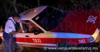 Taxista choca contra montículo de tierra en Tantoyuca - Vanguardia de Veracruz