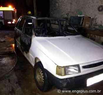 Incêndio atinge veículo em Turvo - Engeplus