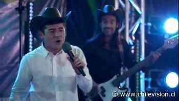 """¡Toda una revelación! Gonzalo sorprendió cantando junto a """"Vicho y las Gaviotas del Norte"""" y fue furor en redes sociales - Chilevision"""
