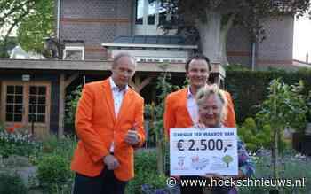 Oranjevereniging Zuid-Beijerland overhandigt cheque van 2500 euro aan Hospice Hoeksche Waard - Hoeksche Waard Nieuws