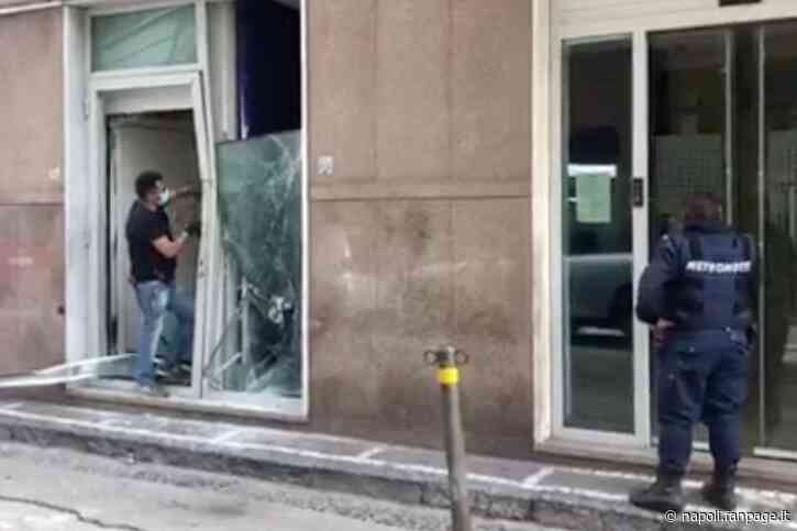 Caivano, furto in banca con spaccata, sfondano la vetrina per rubare il bancomat - Napoli Fanpage.it