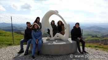 Volterra: inaugurazione online per l'opera realizzata dagli studenti per lo spazio dell'elisoccorso - PisaToday