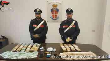 Carabinieri arrestano importanti spacciatori della zona di Maranello e Formigine. Trovati con droga e 189mila euro in contanti - La Gazzetta di Modena