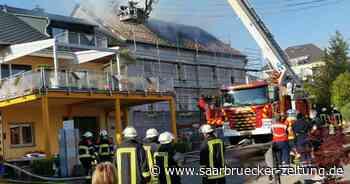 In Perl rückte am Freitagabend die Feuerwehr zu einem Wohnhausbrand aus - Saarbrücker Zeitung