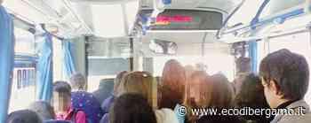 Osio Sotto, folla alla fermata del bus «Troppo tempo perso, la eliminiamo» - Cronaca, Osio Sotto - L'Eco di Bergamo