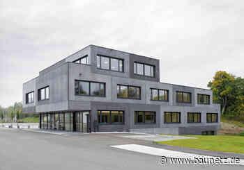 Bauklötze aus eigener Fertigung - Verwaltungsbau von Jochen Specht in Aitrach - BauNetz.de
