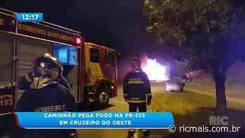 Caminhão pega fogo na PR-323 em Cruzeiro do Oeste - RIC Mais