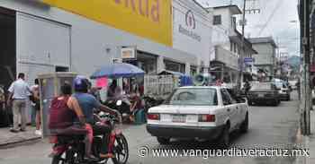 Zona comercial aglomerada en Tlapacoyan - Vanguardia de Veracruz