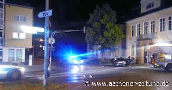 Schwerer Unfall in Herzogenrath: Autofahrer verliert die Kontrolle und fährt gegen Ampel - Aachener Zeitung
