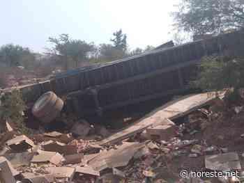 Vuelva trailer en la Huajuapan-Tehuacan - NORESTE