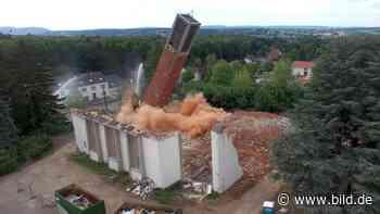 Saarwellingen: Trotz Streit um Falken: Hier wird ein Kirchturm gesprengt - BILD