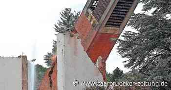 Turm von Kirche St. Pius Saarwellingen ist gesprengt - Saarbrücker Zeitung