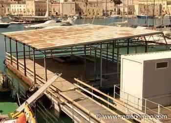 Porto di Trani, la piattaforma galleggiante migrerà al molo Santa Lucia per essere messa definitivamente in sicurezza - Radiobombo