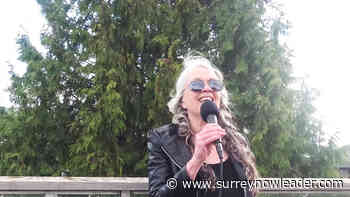 Roof-top singer builds a following at White Rock's Five Corners - Surrey Now-Leader