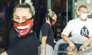 Miley Cyrus and Cody Simpson pamper their pooch on masked run to the pet store amid ongoing lockdown - Daily Mail