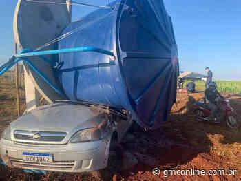 Marialva: após colisão, caixa d'água cai em cima de carro - GMC Online
