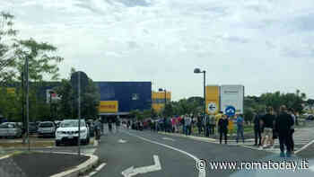 Riapre Ikea, maxi fila allo store di Anagnina